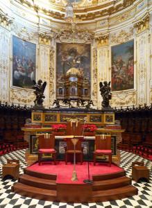 Altare e Tele del Coro.