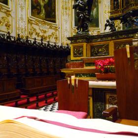 Particolare Altare Maggiore e Seggi Lignei.
