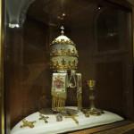Tiara calice ed oggetti appartenenti a Papa Roncalli.